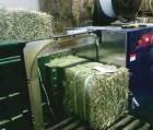 Услуги на оборудовании для тюкования сена люцерны двойной компрессии
