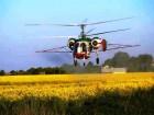 ¬несение склеивател¤ на рапс вертолетом