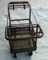 Тележка для перевоза ветеринарных инструментов в отделе опороса