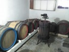натуральное сухое красное, белое вино сортов лидия, делавар, траминер